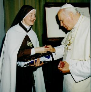 Sister Joseph Marie of the Trinity with Pope John Paul II (10-22-98)